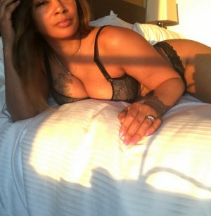 Christvie mature live escort in Morris