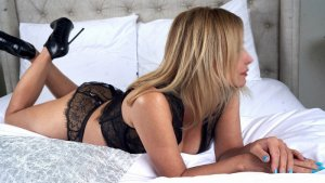 Celenia mature escort
